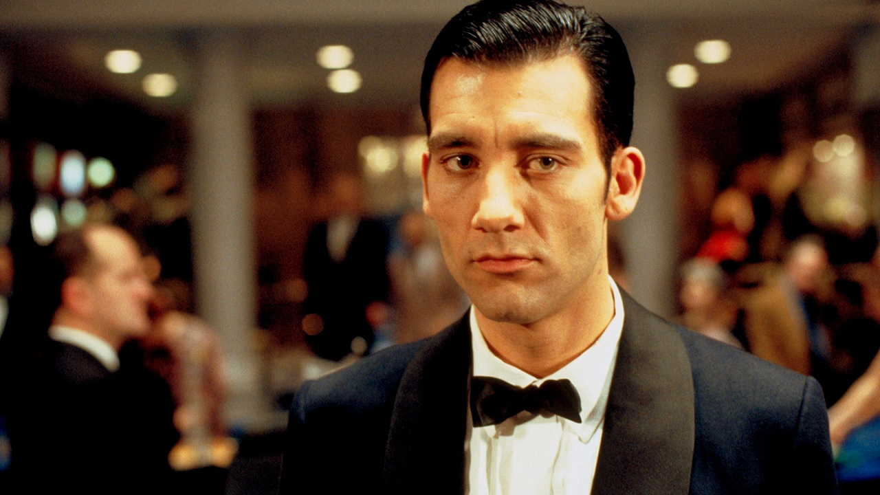 Hard life of the poker dealer, or why the croupier is always a faggot